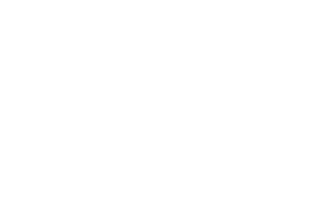 御影堂を部分的に再現し、海を描いた「濤声」を展示している会場=県美術館