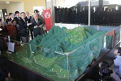完成した春日山城のジオラマ=6日、上越市埋蔵文化財センター