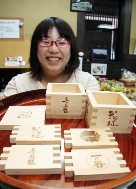「酒升コレクションラリー」で販売する1合升の各パーツと完成品=福井県大野市観光協会