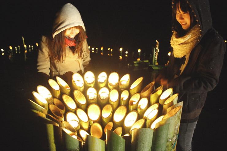 竹や使用済み食用油のろうそくで作った「竹灯(あか)り」