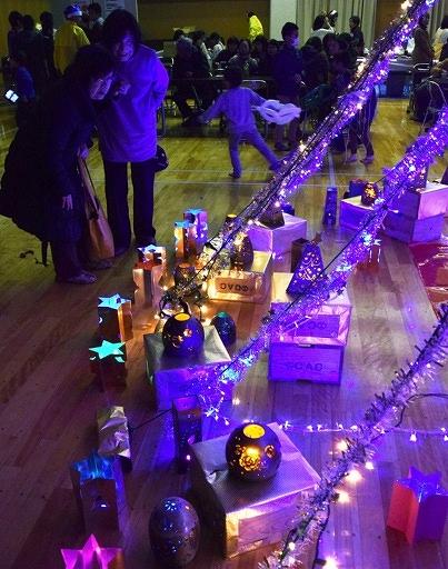 色とりどりの明かりが会場を彩ったA・KA・RIフェスタ=21日、越前町宮崎コミュニティセンター
