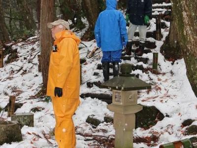 秋葉区・秋葉神社 参道階段に竹灯籠設置
