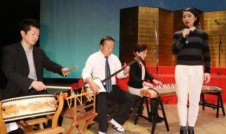 カウントダウン・コンサートへ稽古に励む民謡加賀山流のメンバー=石川県内