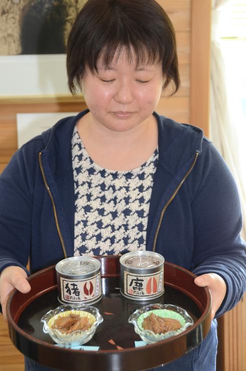 阿智村で捕獲された(左から)イノシシと鹿の大和煮の缶詰