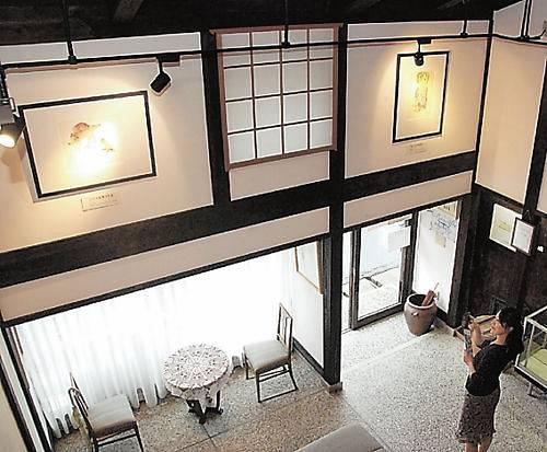 複製画などが展示されている「ちひろの生まれた家」記念館=福井県越前市天王町