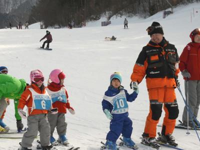 雪たっぷり阿智・治部坂高原スキー場 中京圏の客らでにぎわい