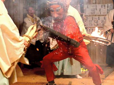 繁栄願い夜通しの舞 天龍で「坂部の冬祭り」