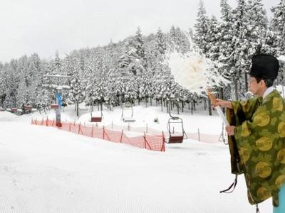 土日はスキーのみ、家族向けスキー場 池田町新保で安全祈願祭