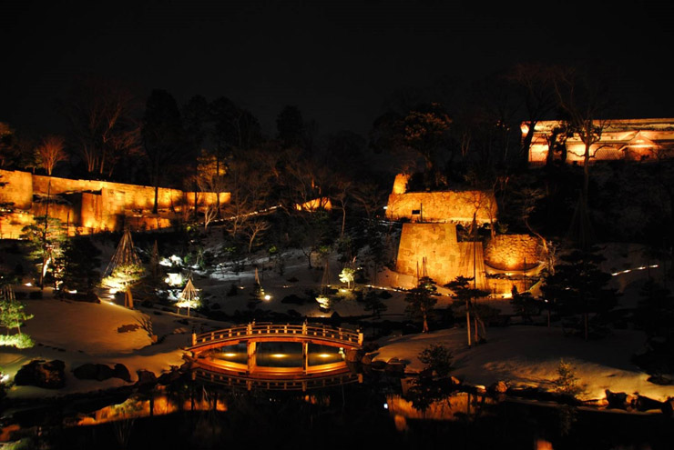 時間の経過とともに3色にライトアップされる玉泉院丸庭園のイメージ図