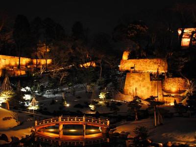 夜の金沢城公園玉泉院丸、3種の趣 ライトアップ、3色に変化