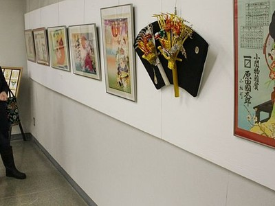 西蒲区・巻郷土資料館で「引札」展 新年の幸せ願いチラシに彩り