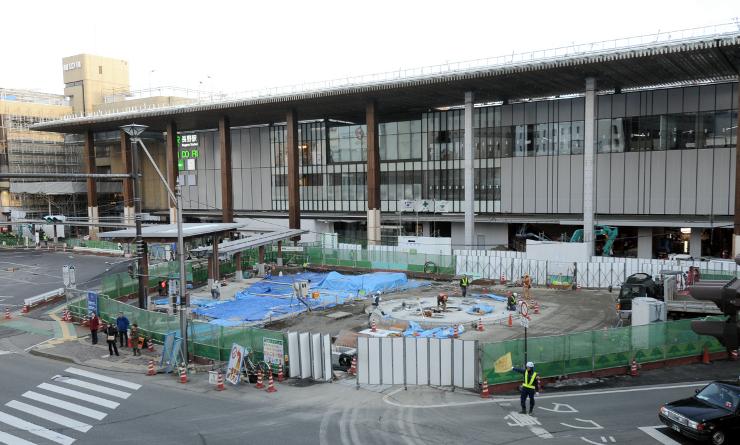 開業プレイベントが開かれるJR長野駅善光寺口。駅前広場の整備が進む