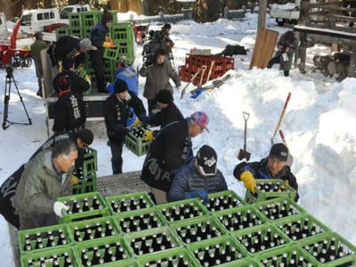春と観光客待つ雪中酒 戸隠神社式年大祭に向け仕込み増量