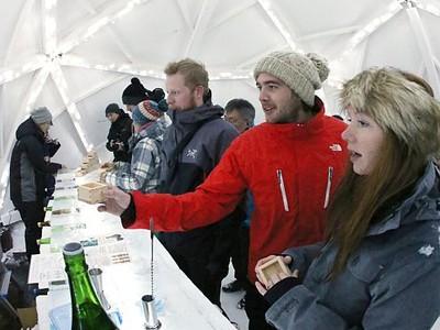 スキー場にかまくらバー 粋なもてなし銀世界で乾杯 妙高