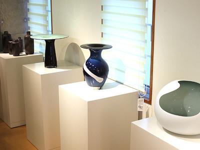 富山ガラス工房が作家の花器レンタル