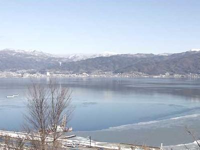 御神渡り、期待の冷え込み進まず 諏訪湖で目に付く波立つ部分