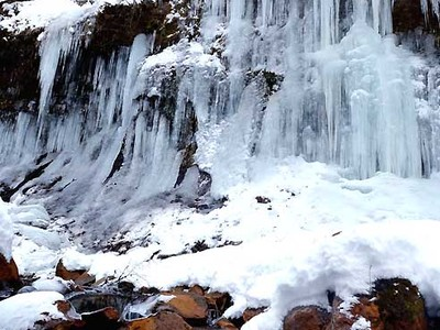 氷瀑の静、川面の動 茅野・横谷渓谷