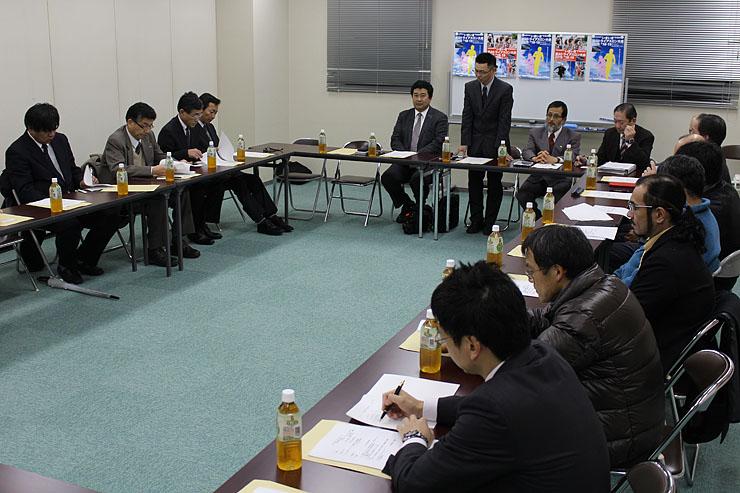 「いきいき富山トライアスロン2015」の大会要項などを決めた実行委員会設立総会=北日本新聞社