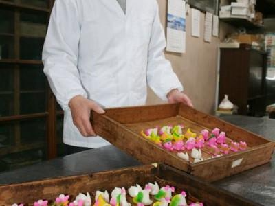 健在ふるさとの小正月 ちんころ作り 菓子店で佳境 上越・吉川
