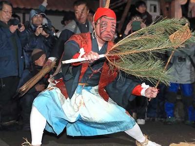 演者も観客も飽かぬ宵越し 阿南「新野の雪祭り」