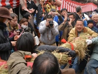 敦賀・伝統綱引き 大黒勝利 今年は 豊作