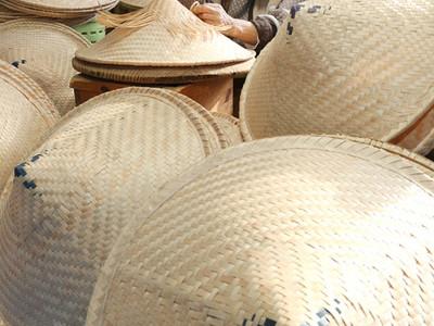 83歳、白山笠唯一の生産者 春の農繁期へ編み上げに精