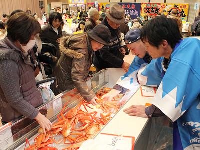 魚津港直送、冬の味覚楽しむ 富山・CiCでさかなフェス