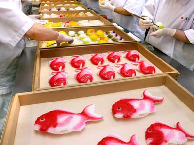 桃の節句へ金花糖華やか 金沢の和菓子店で製造最盛期