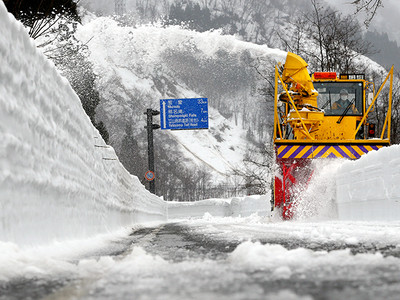 アルペンルート除雪始まる 4月16日全線開通