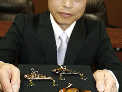 加賀毛針と蒔絵の技でルアー 金沢の老舗店が鑑賞用に