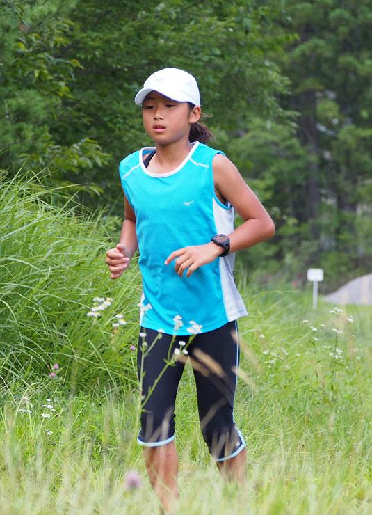トレーニングに励む渡部さん。全国各地のトレイルランニングの大会で優勝を重ねている=昨年7月、長野県白馬村