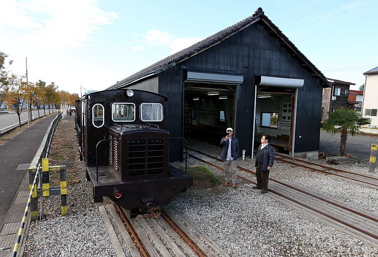 鉄道ファンに人気の「くびき野レールパーク」。観光資源として注目されている=2014年11月、上越市頸城区