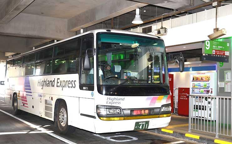 アルピコ交通が松本―長野間で運行する高速バス=松本市の松本バスターミナル