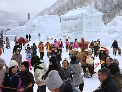 山里の食と文化を満喫 利賀そば祭り開幕
