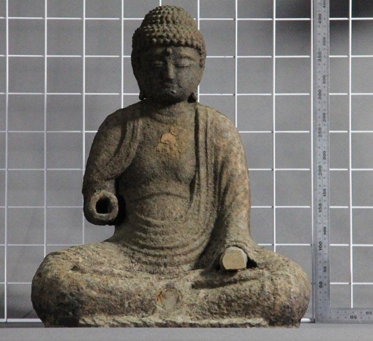 辻徳法寺で見つかった国内で3番目に古い鉄仏。両手首は失われ、木製のものがはめられていた(立山博物館提供)