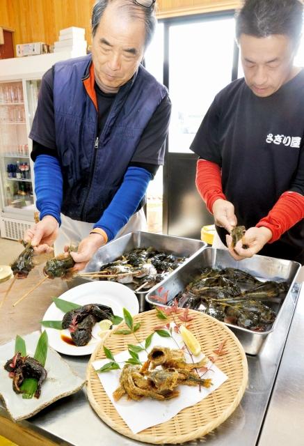 甘露煮や空揚げに調理されるアラレガコ=7日、永平寺町松岡上合月の「さぎり屋」