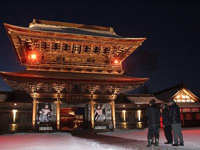 光の伽藍冬空に映え 14日から夜の祈りと大福市