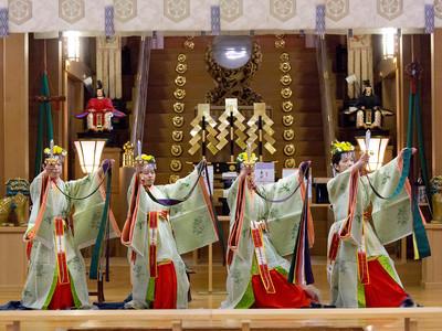 豊穣願い舞女が神楽 「白山さん」で祈年祭