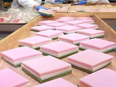 ひしめく春色 桃の節句へひし餅作り 金沢市の和菓子店