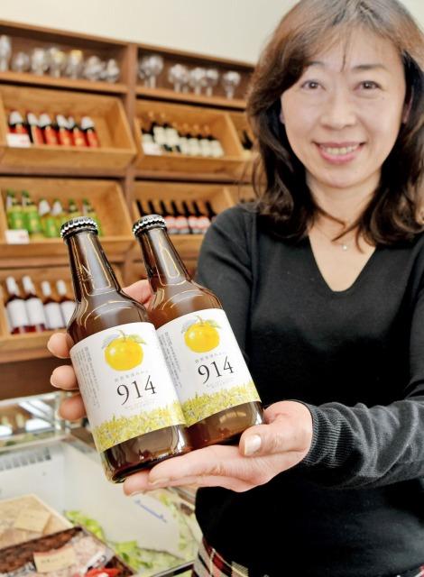 東浦みかんの果汁が入った「ビール」=24日、敦賀市呉竹町1丁目のケセラセラーみやもと