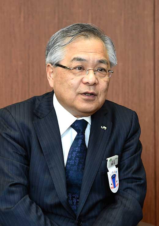 インタビューに答えるJR東日本の冨田哲郎社長=25日、東京都渋谷区のJR東日本本社