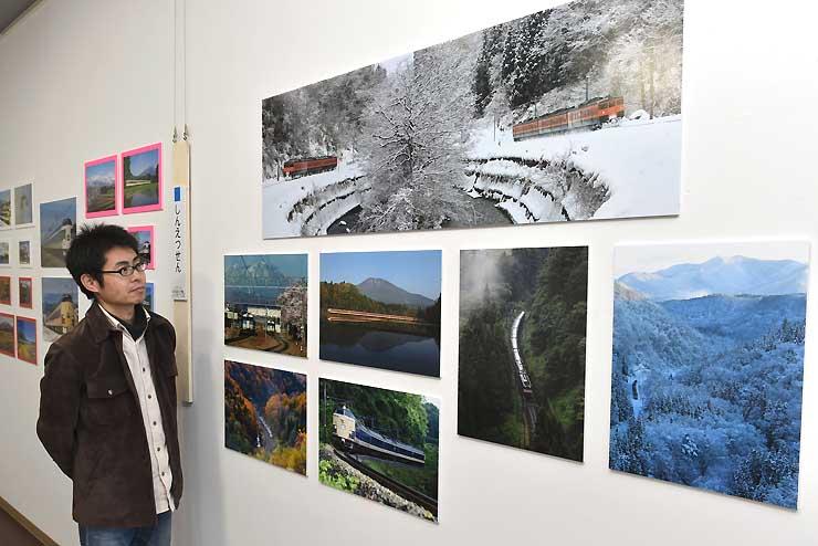JR信越線沿線の四季を収めた写真展を企画した蟹沢さん