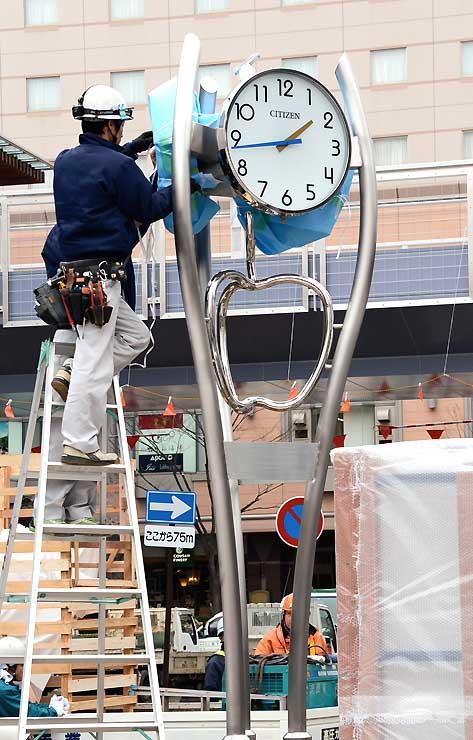 JR長野駅善光寺口駅前広場に設置された大時計