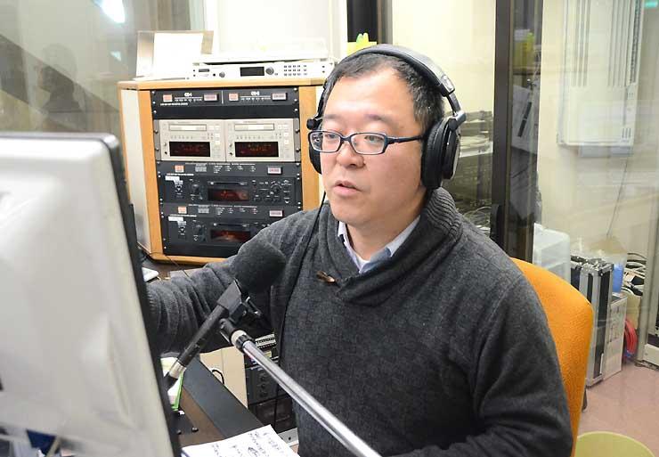 収録中の中村さん。新潟県糸魚川市観光協会に同市の魅力を尋ねた