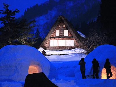 幻想的に雪の山里ライトアップ 世界遺産・相倉集落