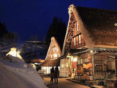 残雪の合掌造りライトアップ 上平・菅沼集落