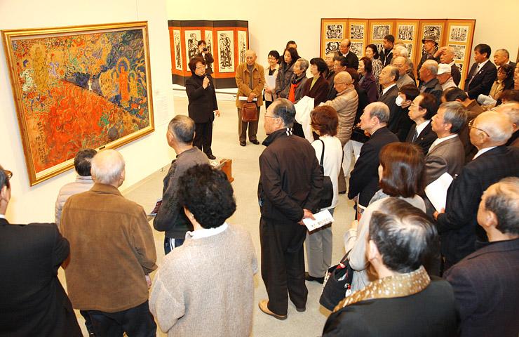 仏教を主題とした傑作を並べ開幕した棟方志功展=南砺市福光美術館