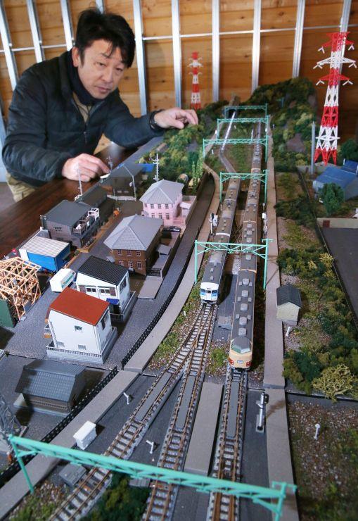 14、15日に展示されるスイッチバックのジオラマ=上越市中郷区の二本木駅