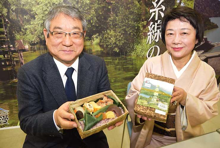 駅弁「大糸線の旅」をPRする内ケ嶋社長(左)と横山さん