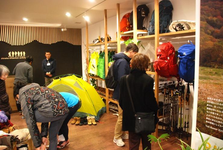 飯山駅1階にオープンした「信越自然郷アクティビティセンター」